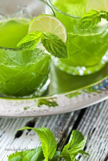 Spinat-Holunder-Smoothie für den Frischekick