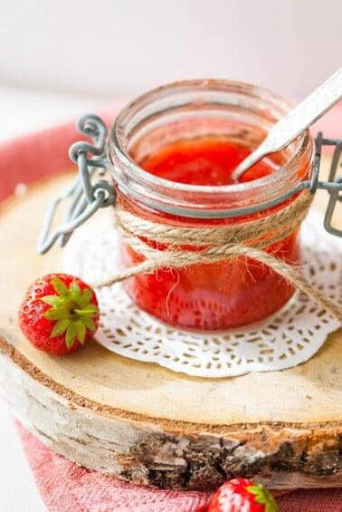 Erdbeermarmelade in einem Glas