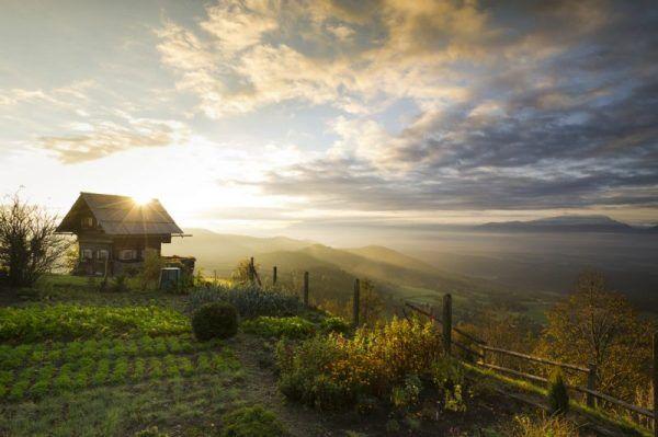 Wunderschöner Sonnenaufgang auf dem Magdalensberg in Kärnten