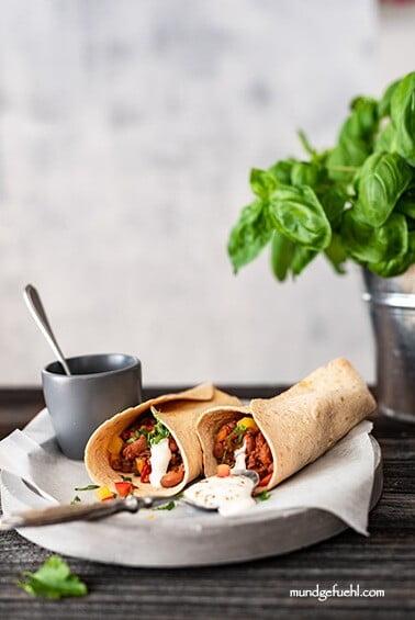 Einfache Burritos mit Rindfleisch-Bohnenfüllung