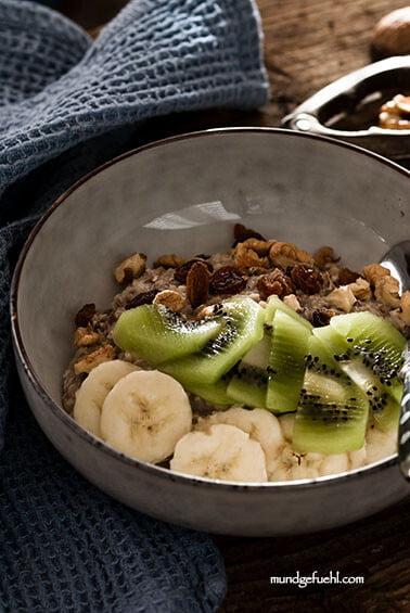 Ballaststoffreiches Birchermüsli mit Früchten und Nüssen