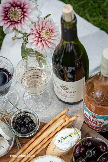 Picknick mit Côtes du Rhône Weinen